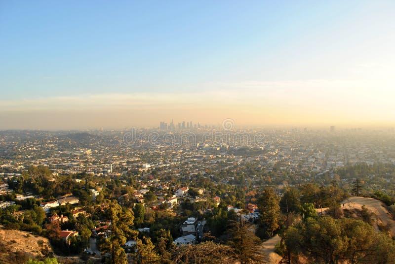 Los Angeles-Skyline unter Smog stockbilder