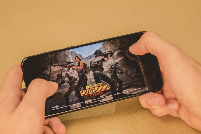 Los Angeles, USA - September 10, 2019: screensaver games pubg on the phone royalty free stock photos