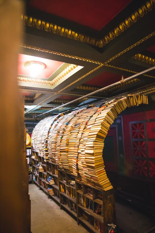 Los Angeles/USA- 01.12.20 :    Tunnel sculpture made of books in the last bookstore in los angeles stock image
