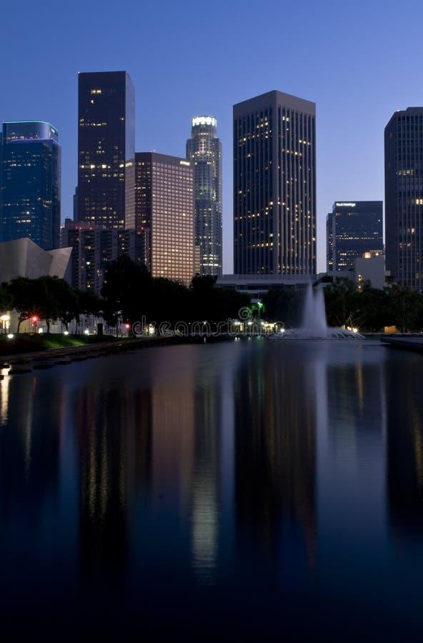 Los- AngelesSkyline an der Dämmerung lizenzfreie stockbilder