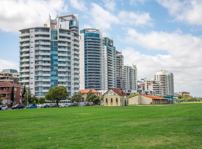 Los apartamentos del este de la opinión del río de Perth en el camino y Langley de la terraza equiparan imagen de archivo libre de regalías
