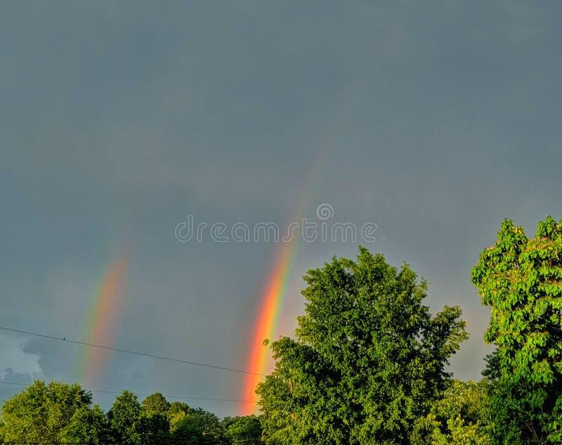 Los arco iris hacen la tormenta de mérito fotografía de archivo