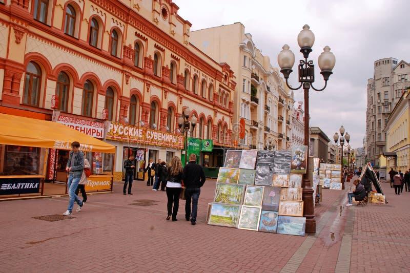 Los artistas de la calle están vendiendo sus cuadros (Moscú) fotografía de archivo libre de regalías
