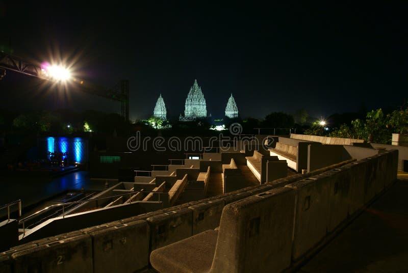Los asientos de la audiencia en el teatro abierto de Ramayana bailan Prambanan fotos de archivo libres de regalías