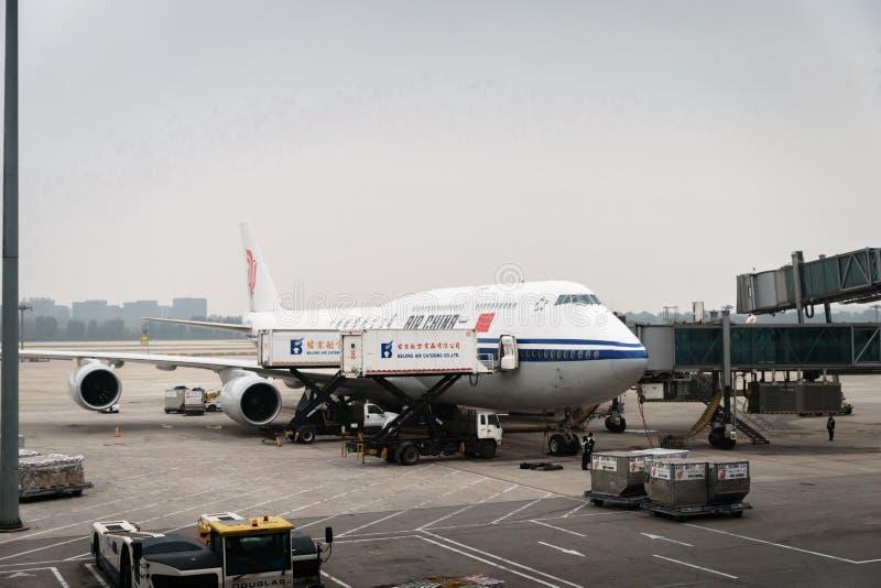 Los aviones de Air China Airbus aterrizaron en el aeropuerto de Pekín en China imagen de archivo libre de regalías