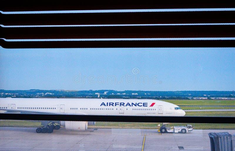 Los aviones de Air France pararon en el aeropuerto de París Charles de Gaulle CDG foto de archivo