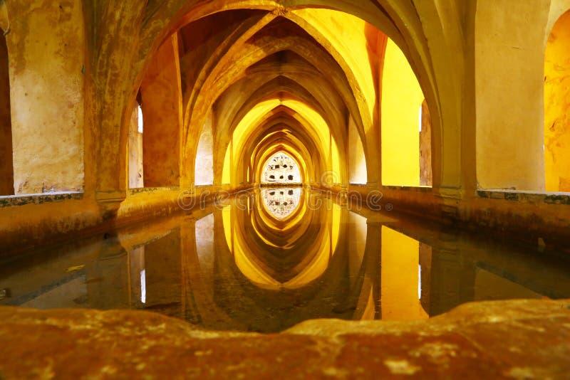 Los baños de la reina en Reales Alcazares, Sevilla imagen de archivo libre de regalías
