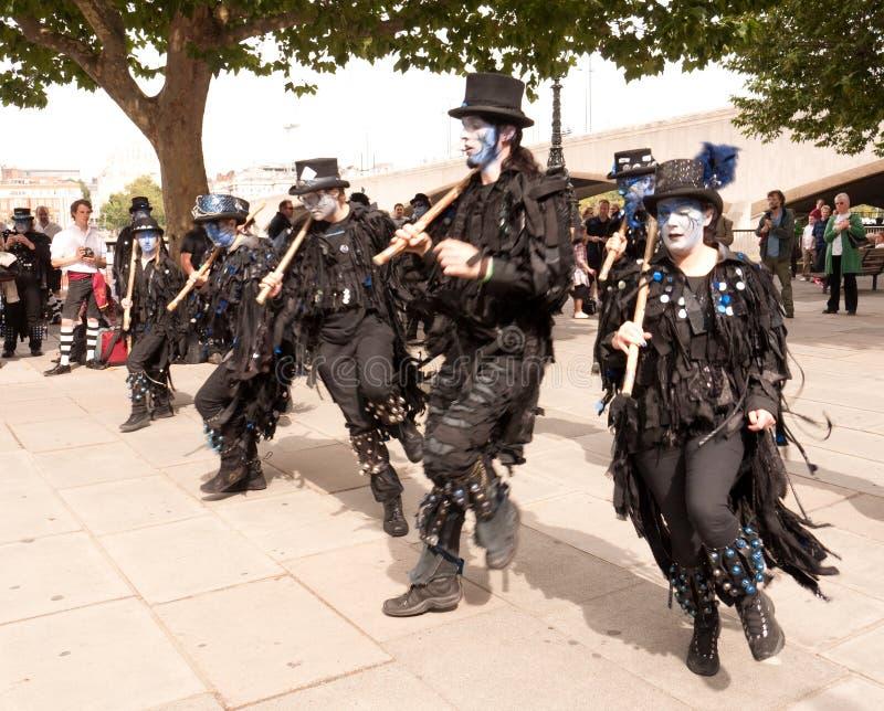 Los bailarines de Morris se realizan en el Southbank fotos de archivo libres de regalías
