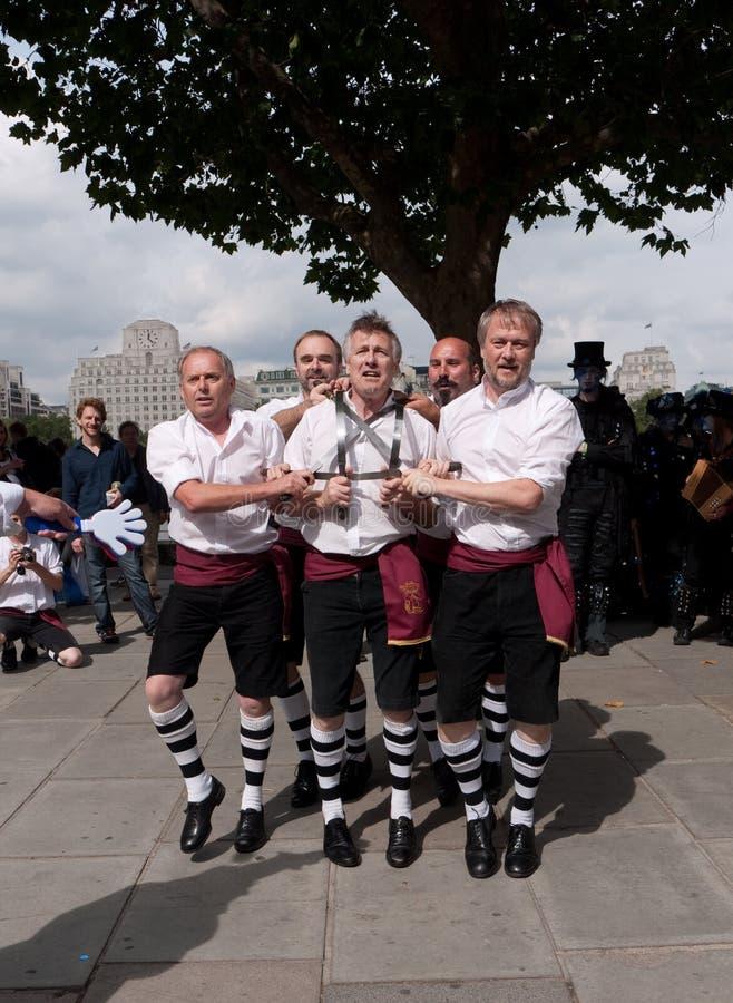 Los bailarines de Morris se realizan en el Southbank fotos de archivo