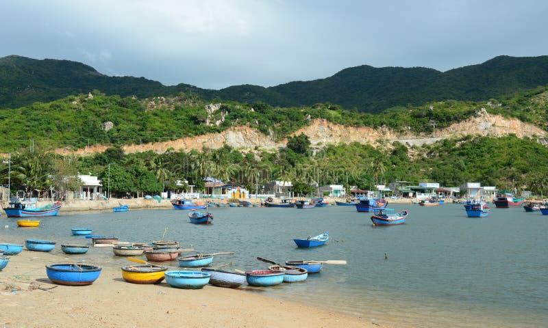 Los barcos de pesca en Phan sonaron, Vietnam imagen de archivo libre de regalías