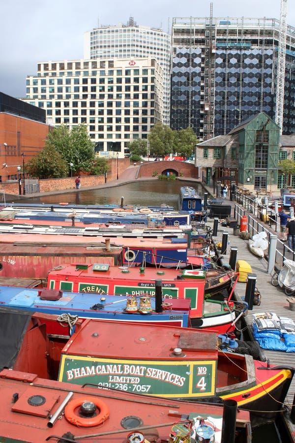 Los barcos estrechos amarraron en el lavabo Birmingham de la calle del gas imagen de archivo