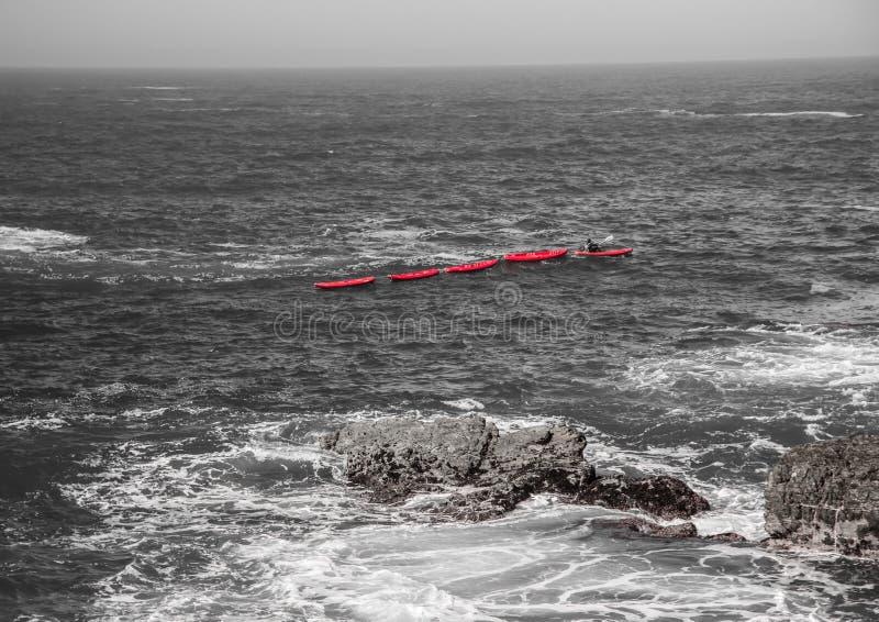 Los barcos solos en el Océano Índico en la nutria se arrastran imagen de archivo libre de regalías