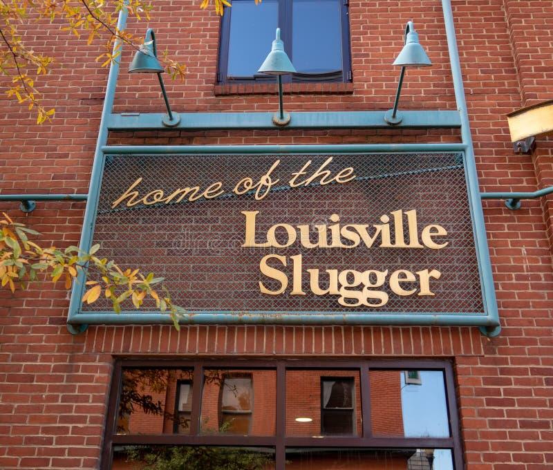 Los bates de béisbol del bateador de Louisville se dirigen fotos de archivo