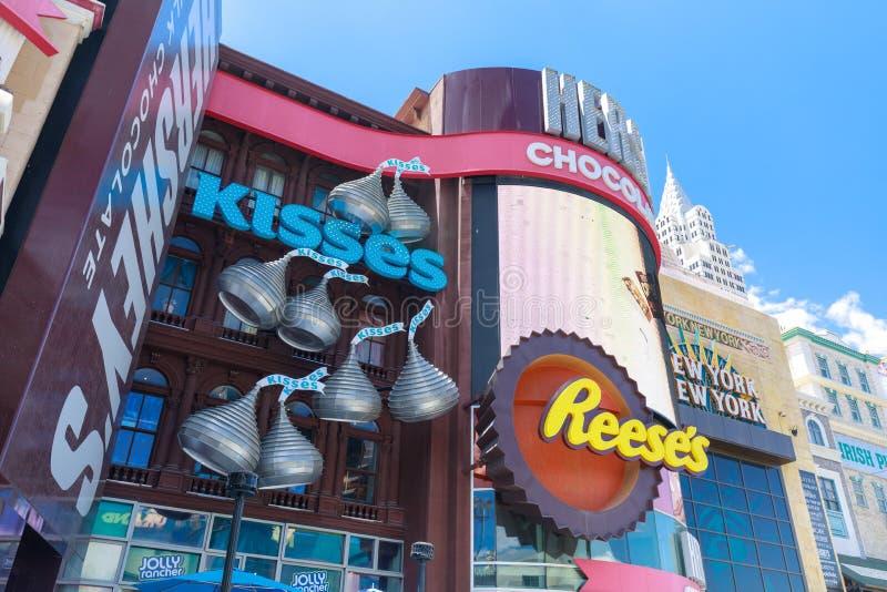 Los besos hacen compras en el nuevos York-nuevos hotel y casino, tira en paraíso, Nevada, Estados Unidos de York de Las Vegas foto de archivo