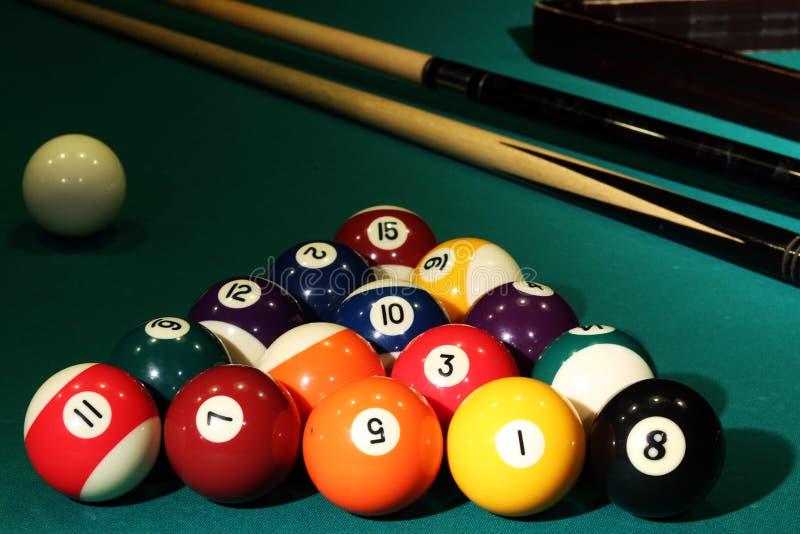 Los billares de las bolas cuentan la raza del torneo de la tabla del bolsillo de los números del paño de los deportes fotografía de archivo libre de regalías