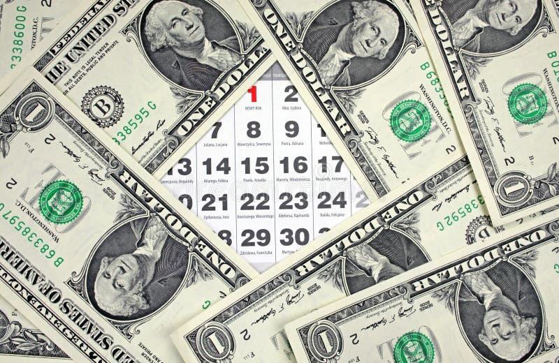 Los billetes de banco de dólares en calendario cubren el primer imagen de archivo libre de regalías