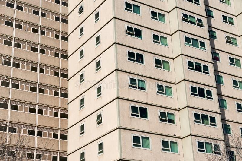 Los bloques de apartamentos del alojamiento del bajo costo y del bienestar del gobierno se cierran para arriba imagenes de archivo