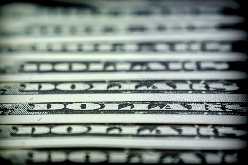 Los boletos para ciento alinearon los dólares uno en otro fotografía de archivo libre de regalías
