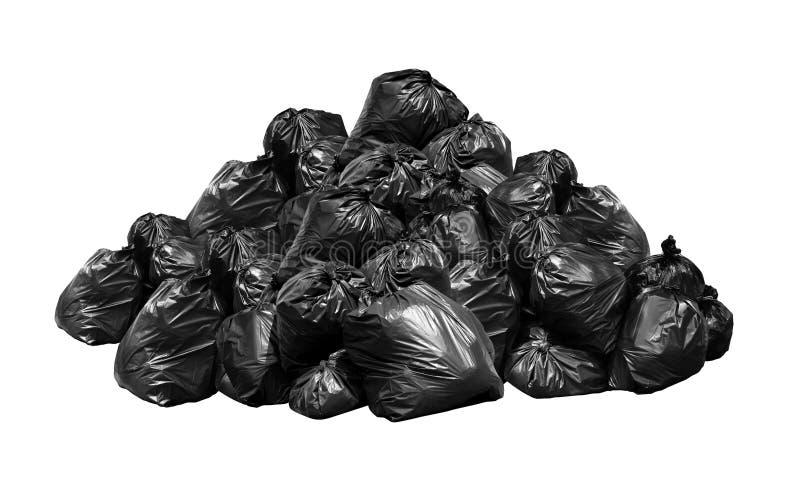 Los bolsos de basura negros pierden mucho la colina de la pila de la montaña, las bolsas de plástico inútiles, montón de basura,  fotos de archivo