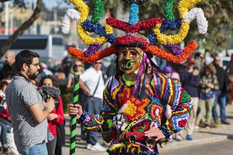Los Boteiros y Folion von Viana tun Bolo am iberische Masken-internationalen Festival in Lissabon lizenzfreie stockbilder
