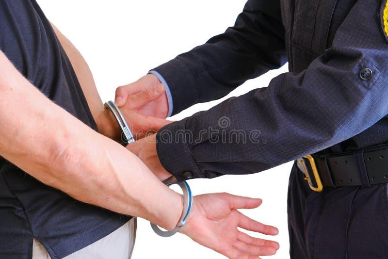 Los botones CAPTURAN las esposas un criminal arrestado El hombre en la comisar?a de polic?a Esposas en las mu?ecas del hombre det fotos de archivo