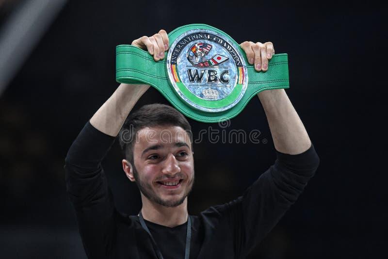 Los boxeadores Ramil Gadzhyiev y Bruno Sandoval luchan para el título de peso medio estupendo de plata internacional del consejo  fotos de archivo