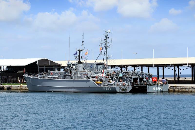 Los buques de guerra atracaron en el puerto de Cartagena en España fotografía de archivo libre de regalías