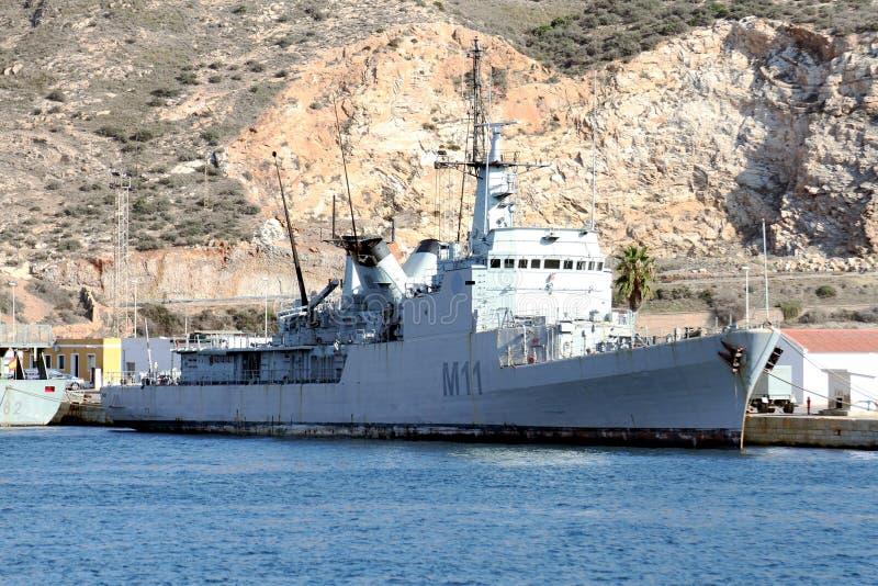 Los buques de guerra atracaron en el puerto de Cartagena en España foto de archivo