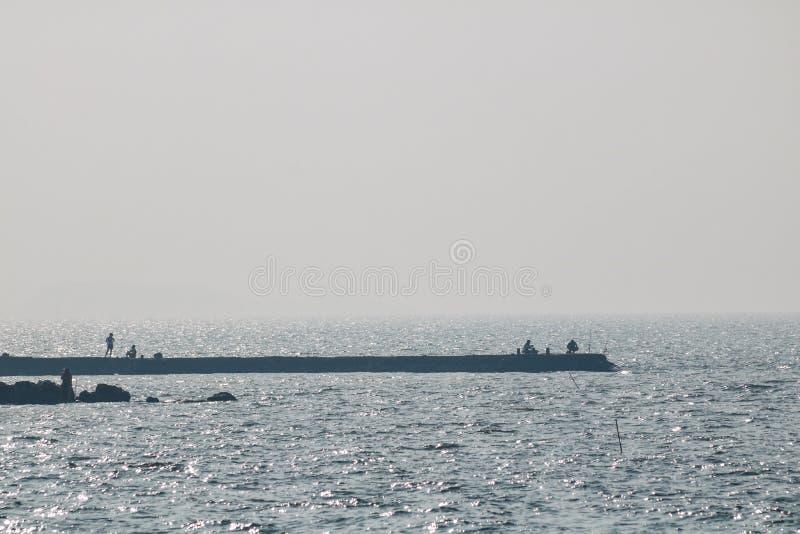 Los buques marinos hacia fuera están pescando imágenes de archivo libres de regalías