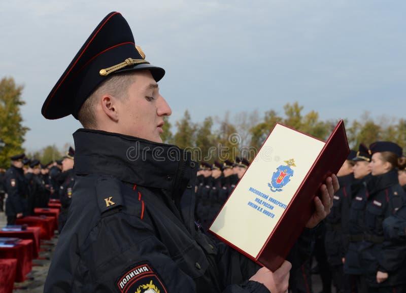 Los cadetes de la universidad de la ley de Moscú del ministerio de asuntos internos de Rusia toman el juramento foto de archivo libre de regalías