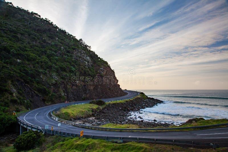 Los caminos arrebatadores icónicos del gran camino Victoria Austr del océano fotos de archivo