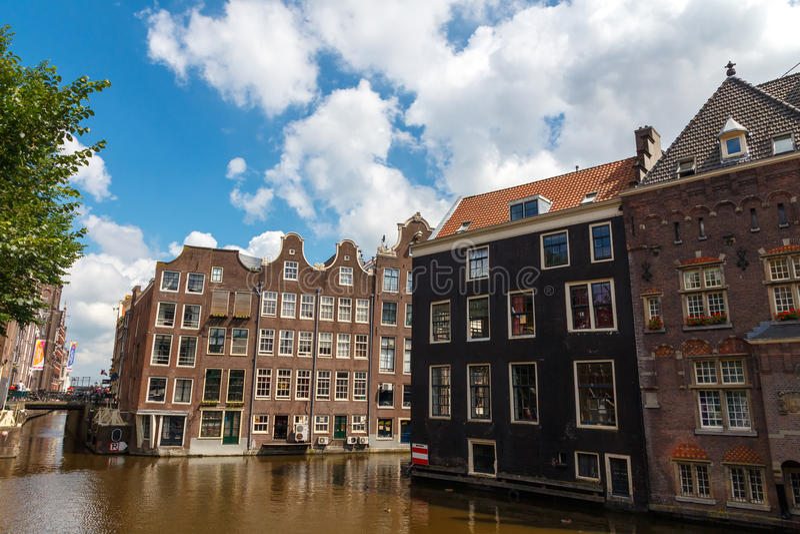 Download Los canales de Amsterdam foto de archivo editorial. Imagen de arquitectónico - 44850113
