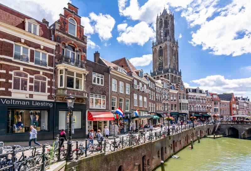 Los canales de Utrecht y los Dom se elevan en un día de verano, Países Bajos fotografía de archivo libre de regalías