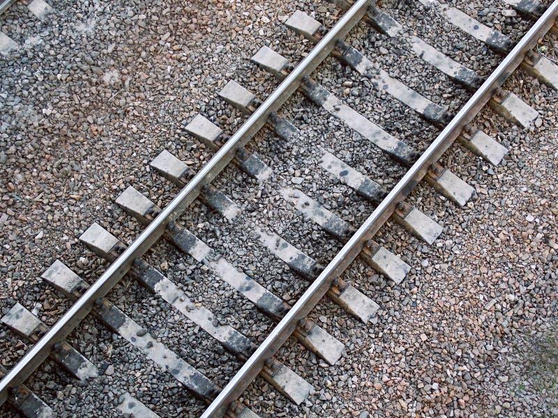 Los carriles ferroviarios grises fotos de archivo