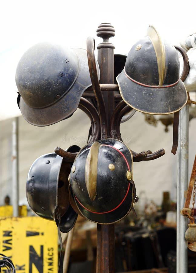 Los cascos de la guerra expusieron foto de archivo