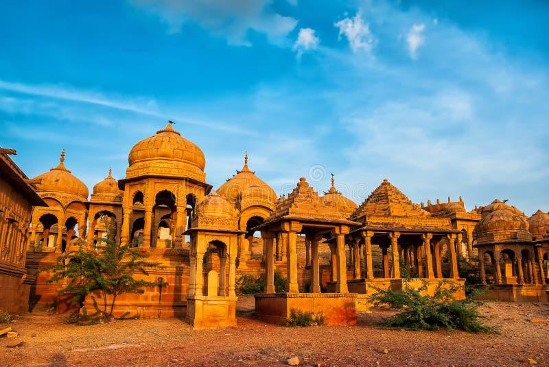Los cenotafios reales de reglas históricas, también conocidos como Jaisalmer fotos de archivo libres de regalías