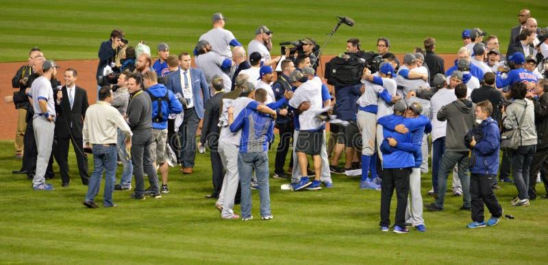 Los Chicago Cubs en la serie 2016 de mundo de la celebración del campo fotografía de archivo libre de regalías