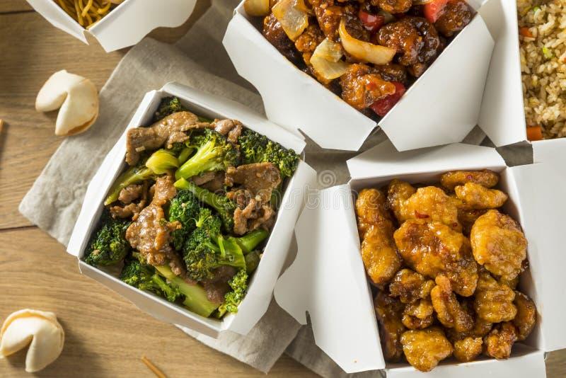 Los chinos picantes sacan la comida imagenes de archivo