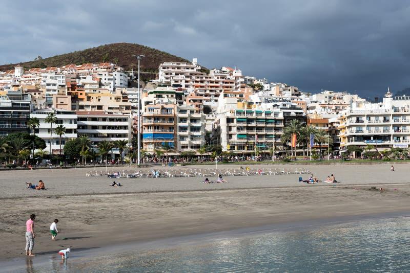 LOS CHRISTIANOS, TENERIFE/SPAIN - 19 DE ENERO DE 2015: Vista del Los foto de archivo