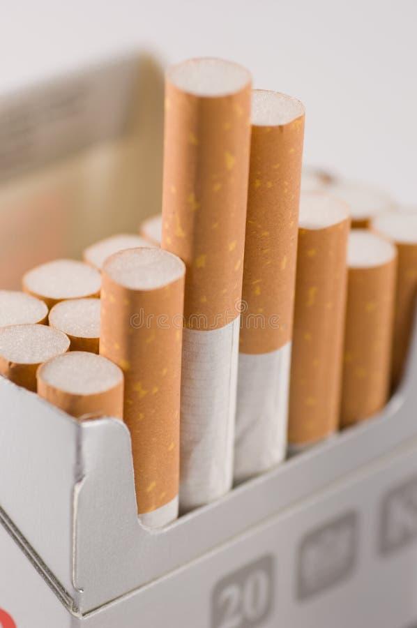 Los cigarrillos se cierran para arriba imágenes de archivo libres de regalías