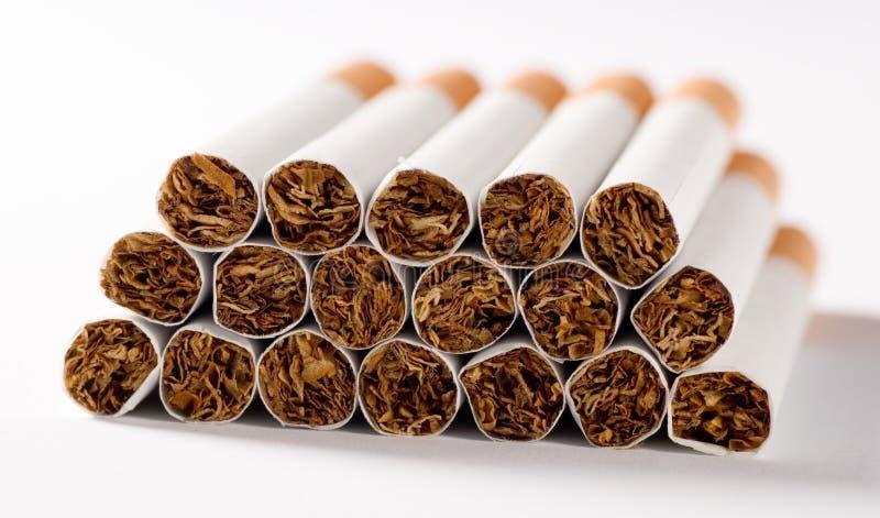 Los cigarrillos se cierran para arriba imagen de archivo libre de regalías