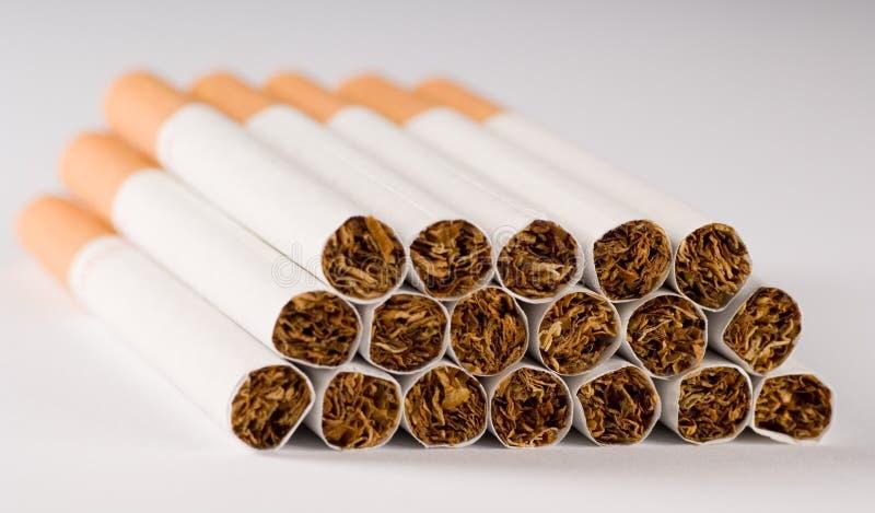 Los cigarrillos se cierran para arriba foto de archivo libre de regalías