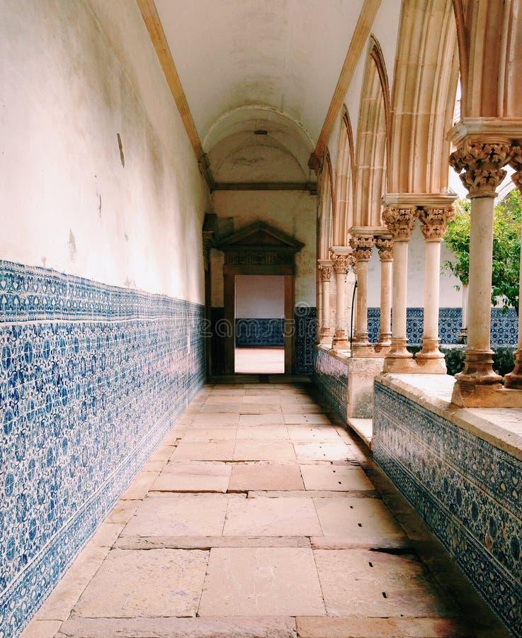 Los claustros en Convento hacen Cristo, Portugal imagen de archivo libre de regalías