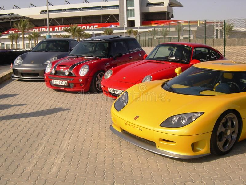 Los coches de deportes de gran alcance ligned para arriba fotografía de archivo