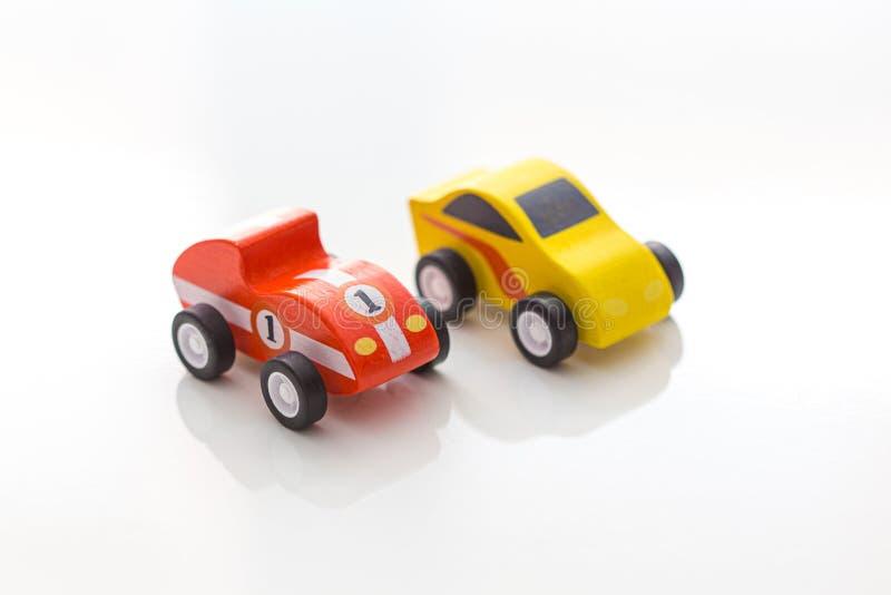 Los coches rojos y amarillos del juguete del vintage todavía se cierran para arriba imágenes de archivo libres de regalías