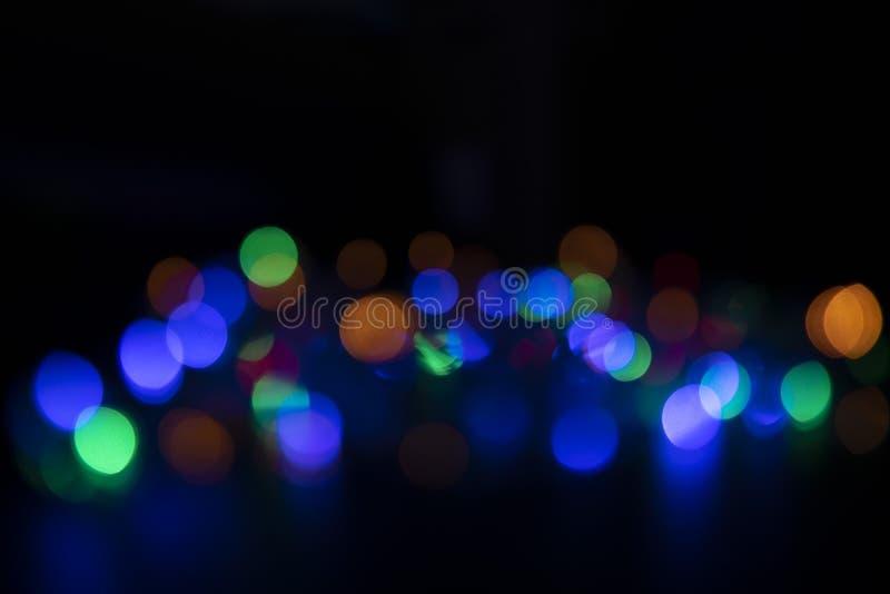 Los colores de las luces están destellando azules, verdes, púrpura y o foto de archivo libre de regalías