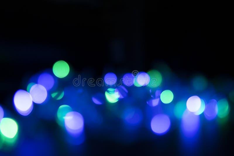 Los colores de las luces están destellando azules, verdes, púrpura y o foto de archivo