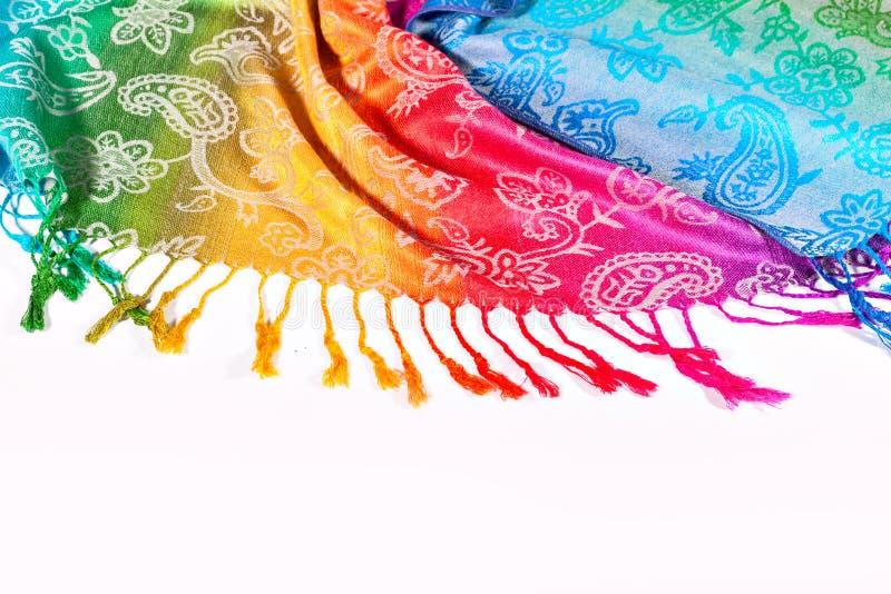 Los colores del arco iris congriegan en tela india como fondo foto de archivo libre de regalías