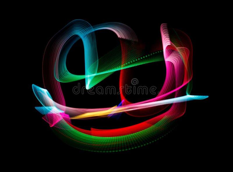 Los colores luminosos del arco iris se arrastran, en negro ilustración del vector