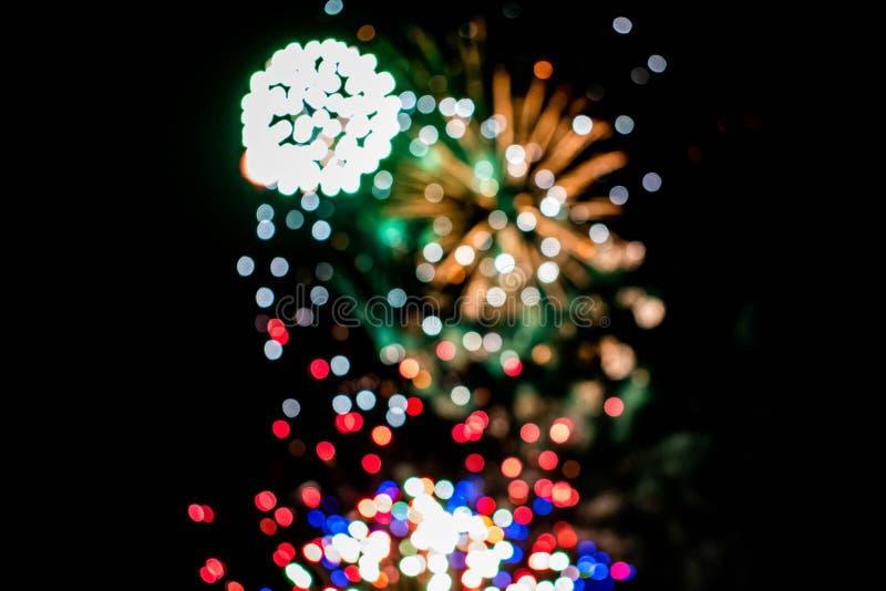 Los coloridos fuegos artificiales en las noches de verano 7 fotos de archivo libres de regalías